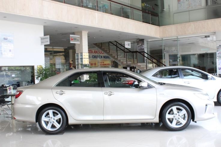 Giá-Xe-Toyota-Camry-2016-Tại-Việt-Nam-1
