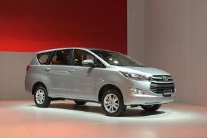 """Đánh giá """"nhẹ"""" về Toyota Innova 2017 mới ra mắt Việt Nam"""