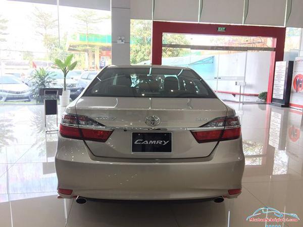 Đuôi-xe-Toyota-Camry-2019-2020
