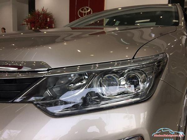 Cụm-đèn-trước-Toyota-Camry-2019-2020