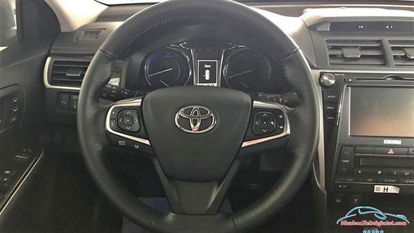 Vô-lăng-Toyota-Camry-2019-2020